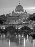 St. Peter's Basilica, Rome, Italy Papier Photo par Walter Bibikow