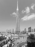 The Burj Khalifa, Completed in 2010, the Tallest Man Made Structure in the World, Dubai, Uae Papier Photo par Gavin Hellier