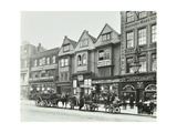 Horse Drawn Vehicles and Barrows in Borough High Street, London, 1904 Papier Photo