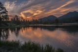 USA, Colorado, Rocky Mountain National Park. Sprague Lake at Sunset Papier Photo par Cathy & Gordon Illg