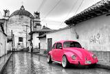 ¡Viva Mexico! B&W Collection - Hot Pink VW Beetle Car in San Cristobal de Las Casas Papier Photo par Philippe Hugonnard